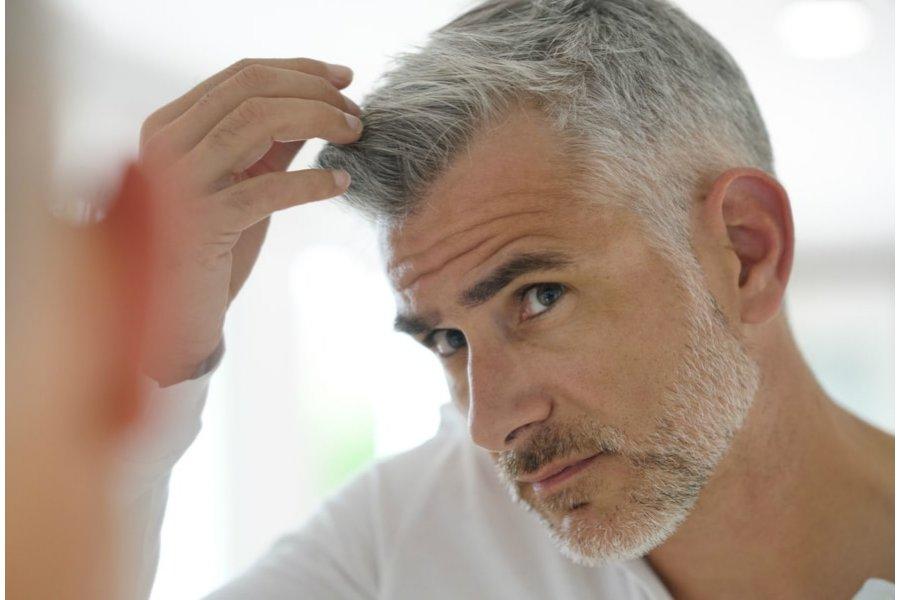 Co siwe włosy mogą mówić o twoim zdrowiu?