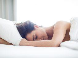 Czy-spanie-nago-jest-zdrowe-8-faktow-ktore-powinnas-poznac_article