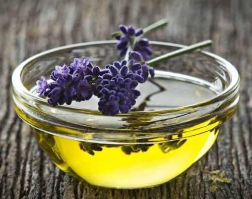 Olejki eteryczne, czyli aromaterapia w codziennym użyciu