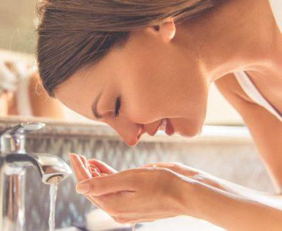 Mycie twarzy metodą 4-2-4 już po tygodniu daje efekt nieskazitelnie czystej cery