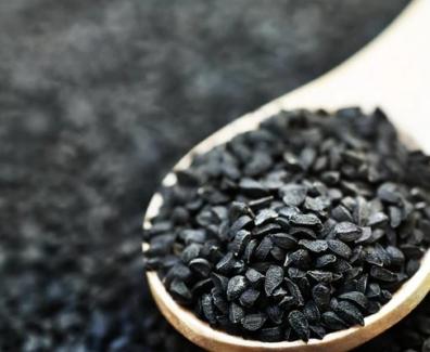 Olej z czarnuszki – właściwości, zastosowanie, dawkowanie